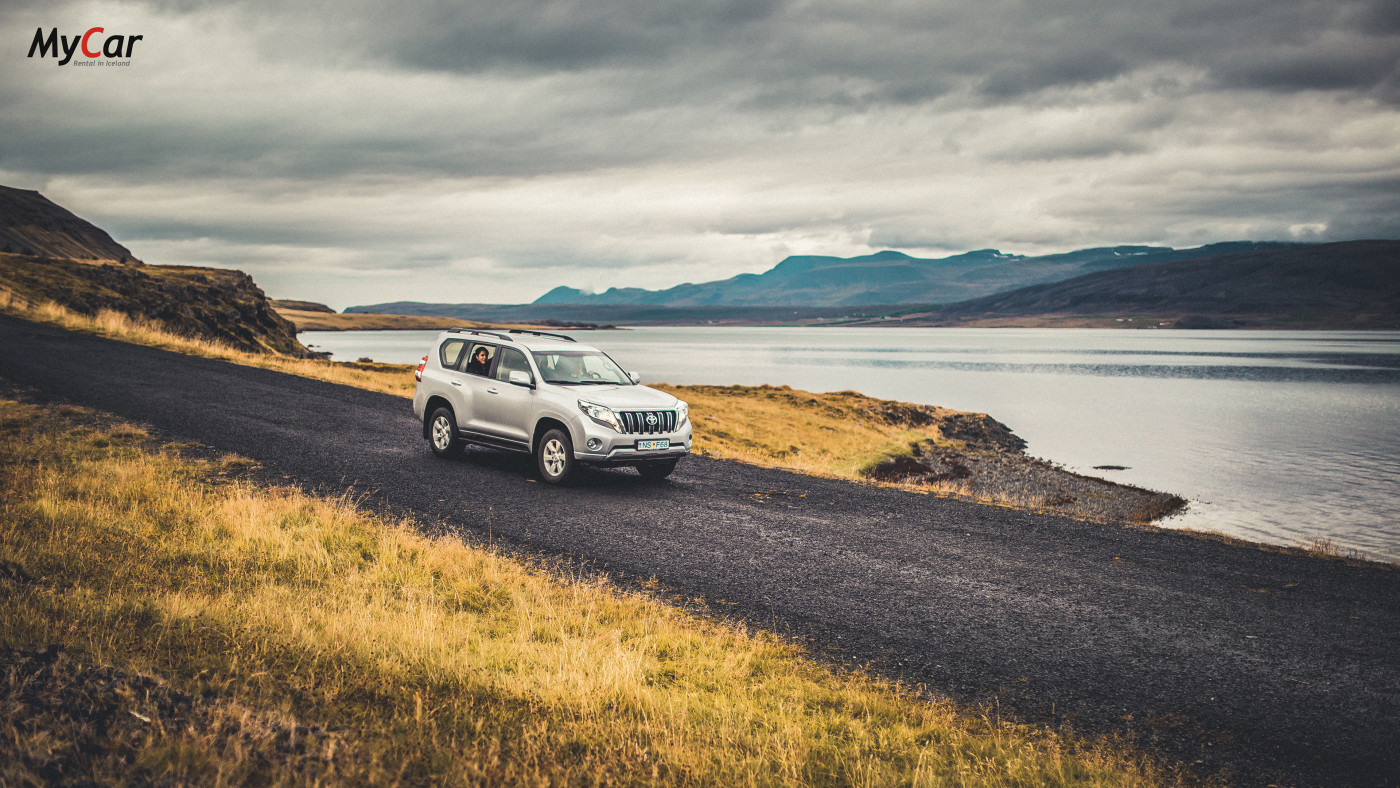 SUV car rental Iceland